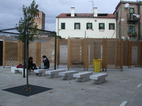 le panchine nel cortile